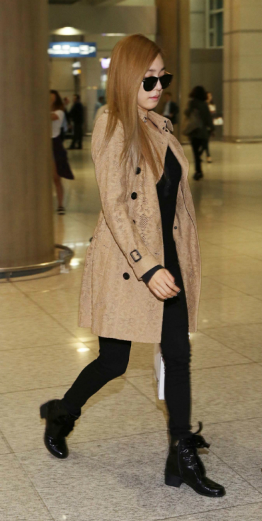It's 'Tiffany Style' : Girls Generation's Tiffany Shows off Her Airport Fashion