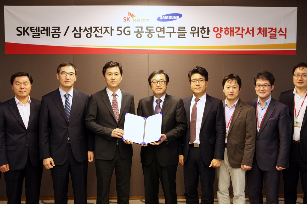 SK Telecom announced that the company and Samsung Electronics will team up to lead 5G network, the next generation mobile communications technology, on October 20, 2014. The two companies signed a MOU to start joint research on 5G network technology and service development. (image credit: SK Telecom)
