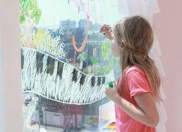 """Toru Glass Color"" to Revitalize Children's Crayon Market"