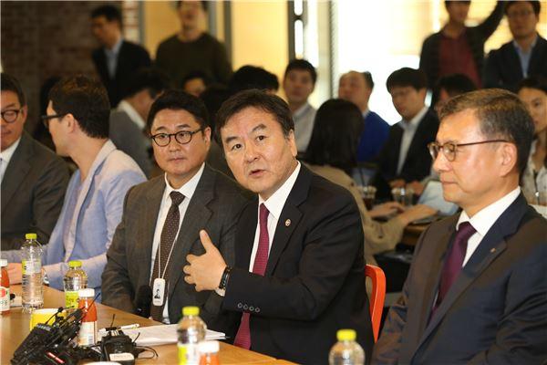 Shin Je-yoon, Chairman of the Financial Services Commission (image: The Financial Services Commission)