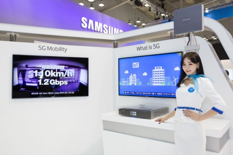 Samsung and LG Vie to Stand out in World IT Show 2014 Busan