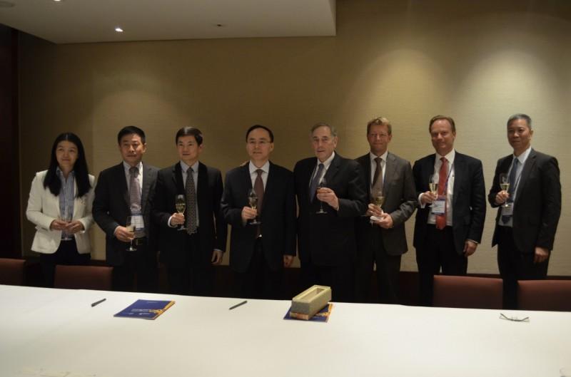 Photo Release — Nasdaq and Shenzhen Stock Exchange Sign MOU