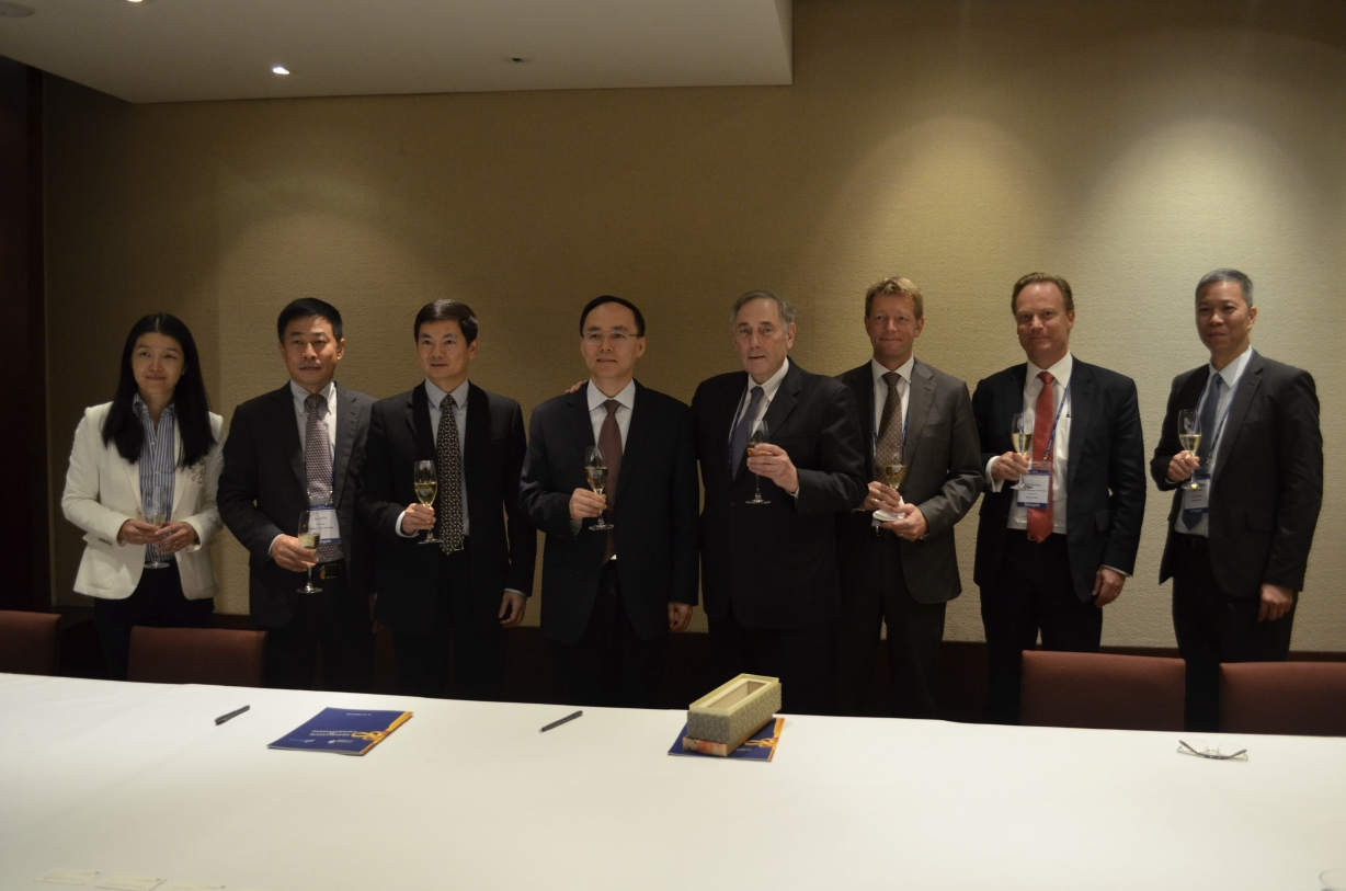 Nasdaq and Shenzhen Stock Exchange executives sign MOU at the World Federation of Exchanges (WFE) General Assembly in Seoul. (image: NASDAQ OMX Group)