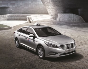 Hyundai's New LF Sonata, Answer to Toyota's Prius, Lures Korean Cabdrivers