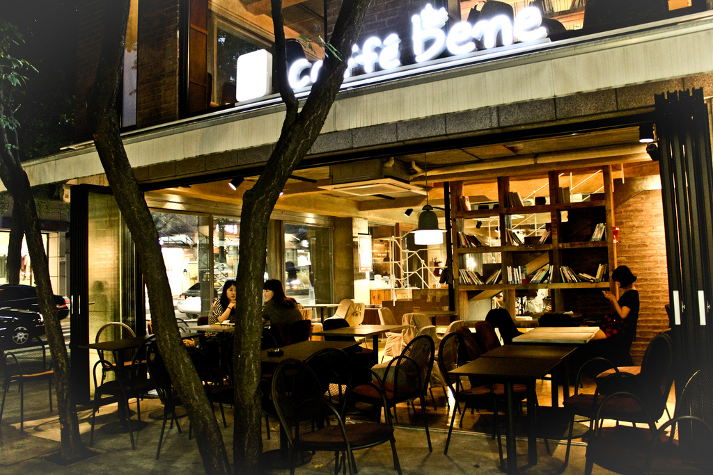 Since Café Bene launched its business back in 2008, the company at one point boasted the largest number of stores in the country, before a series of business failures including bakeries, Italian restaurants and drug stores in 2012 and 2013 took their toll. (image: m j s photography/flickr)