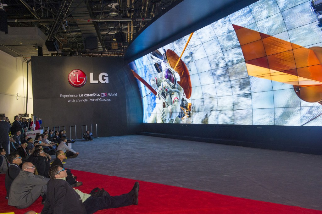 Image: 3D video wall at the LG booth at the CES show held in Las Vegas on January 10 2014 (image: Korea Bizwire)
