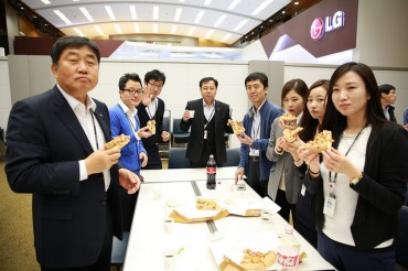 LG Electronics CEO Delivers Pizzas to Encourage Hardworking Employees