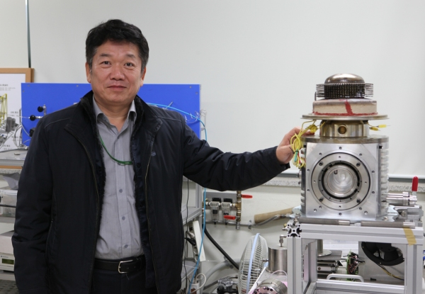 "Park Seong-je of KIMM, who led the development said, ""With the technology, it is expected that micro-sized cogeneration systems spreading among developed countries will be localized soon in Korea."" (image: Korea Institute of Machinery and Materials)"