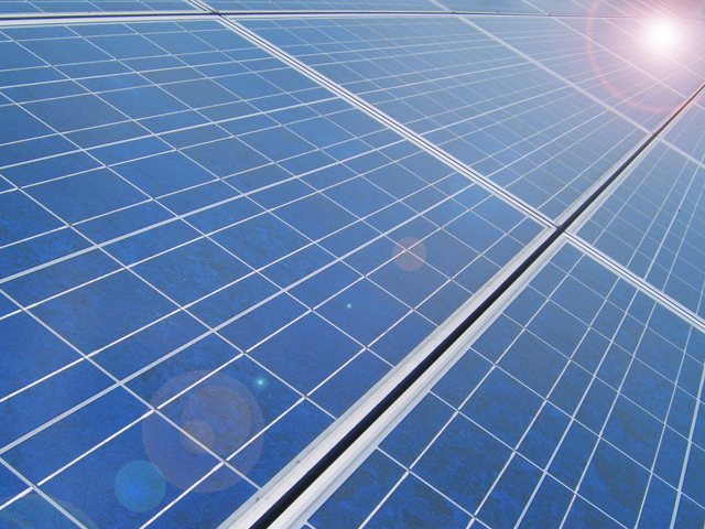 The presented triple-junction (TJ) hybrid tandem solar cell, with two silicon subcells and an organic photovoltaic rear cell, can contribute to an improvement in the overall power conversion efficiency (PCE) of as high as 7.8 percent by means of a voltage gain. (image: Chandra Marsono/flickr)