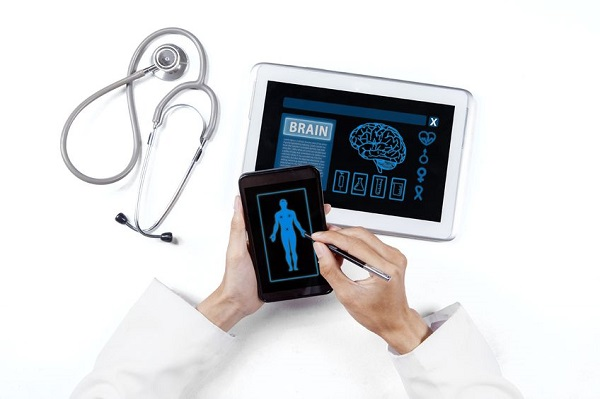 The ICT Healing Platform Service allows a patient to gather scattered medical records from hospitals and store them in his smartphone for a future medical checkup.  (image: Kobizmedia/Korea Bizwire)