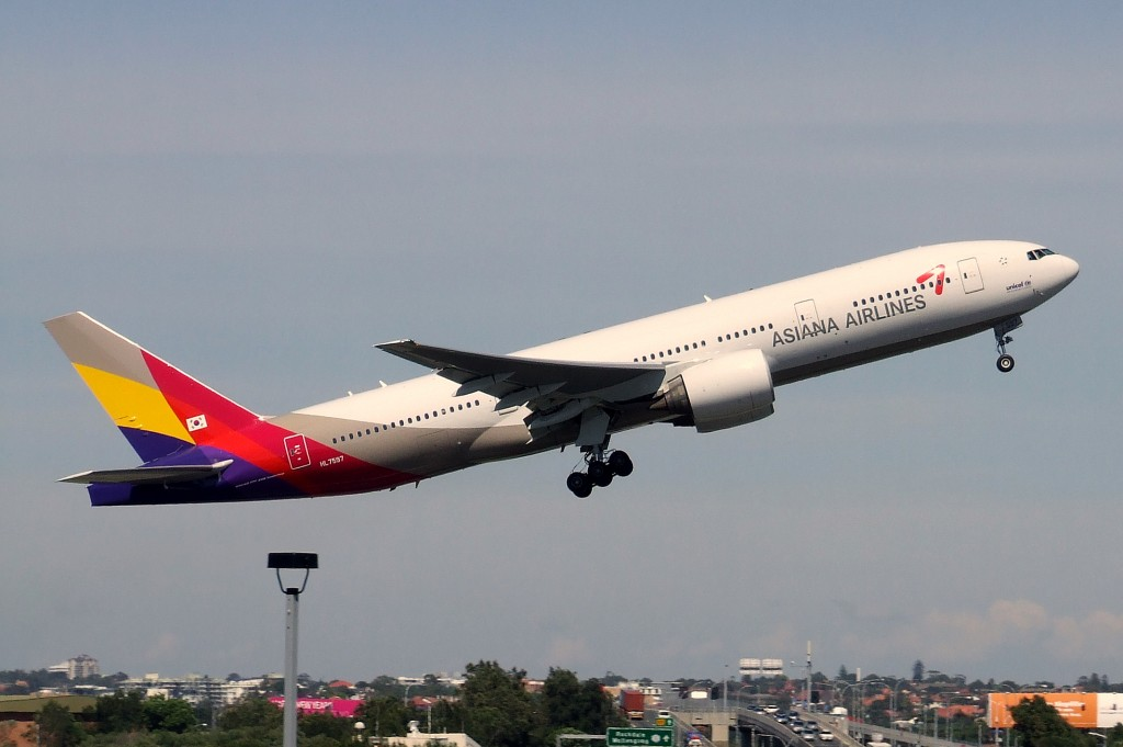 Will Kumho Asiana fly high in Vietnam market? (image: An Asiana Boeing 777-200ER)