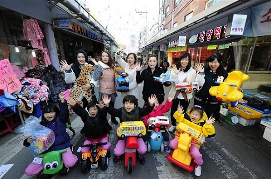 Shinsegae Opens Toy Library in Traditional Market