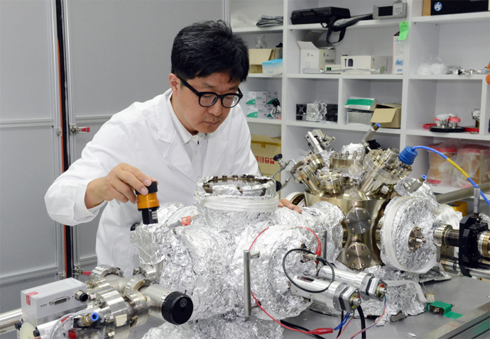 Korean Research Team Finds Way to Use Graphene as Semiconductor Element