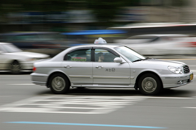"""Taxi Operators Come up with """"Coupon Call Taxi"""" Scheme in Response to Uber's Threat"""