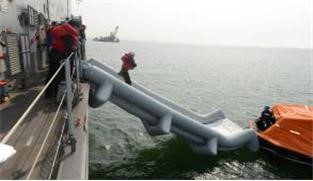 Korean Navy Wins Gold Prize for Developing Ingenious Evacuation Slide1