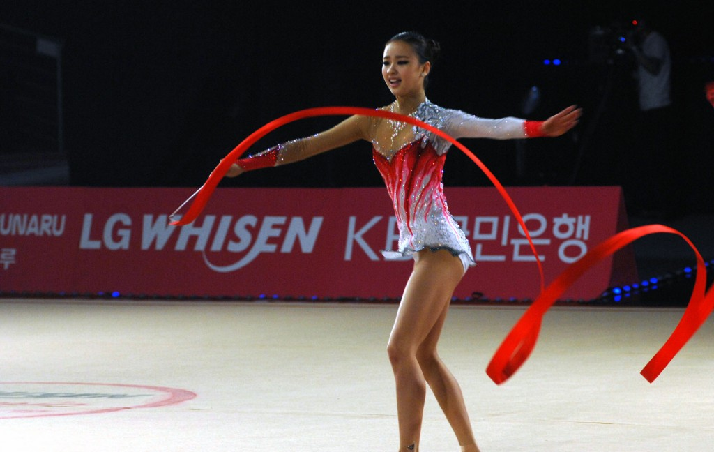 Son Yeon-Jae at LG WHISEN Rhythmic All Stars (Wikimedia Commons)