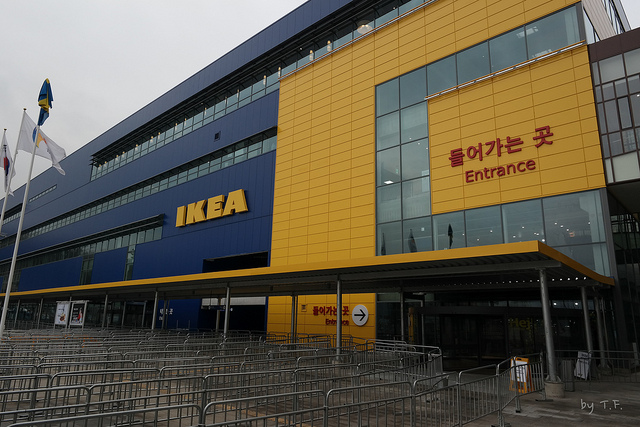 According to IKEA's assessment, through the first month of operation in Korea, it expanded the market base for home furnishing, which was previously unfamiliar in Korea. (image: TF-urban/flickr)