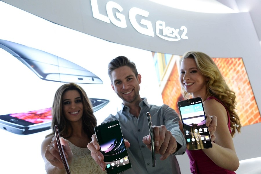 LG's new G Flex 2 is more compact and more powerful than its predecessor, more curved and heals faster. (image courtesy of LG Elecs)