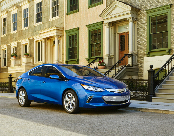 2016 Chevy Volt Runs 200 Miles on Single Charge