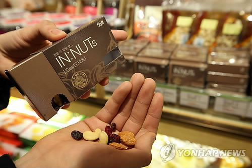 The store launched a mixed nut product cased in what looks like a pack of cigarettes, as well as other health food products to help smokers who are trying to quit. (image: Yonhap)