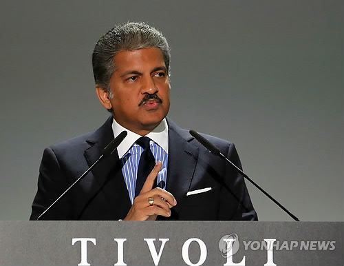 Anand Mahindra, chairman of Mahindra Group, told media that the company would reconsider re-hiring laid off workers who lost their jobs in 2009. (image: Yonhap)