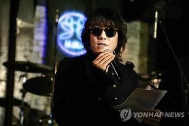 Singer Kim Jang-hoon Probed for In-flight Smoking