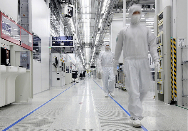 The DRAM industry expanded 8.2 percent on-year in the last quarter of 2014, and is forecast to grow at a steady pace of 13 percent this year. (image: Samsung Electronics)