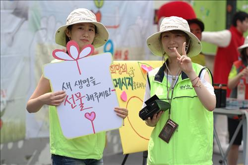 Catholic and Buddhist religious bodies in Korea are joining together to conduct awareness campaigns. (image: Life Share Agency)