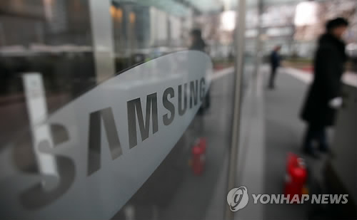 Samsung Electronics has decided to freeze pay for its employees for 2015, as it struggles to bounce back from a slump in its mainstay mobile business that ate into overall profits. (image: Yonhap)