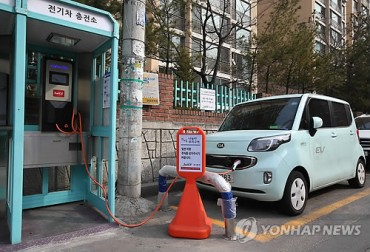 """Nuisance"" Phone Booths Transform into EV Charging Stations"