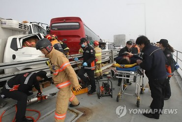 2 Dead, Over 40 Injured in 100-car Pileup near Incheon
