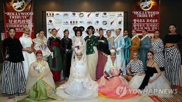 """Hanbok"" Fashion Show in LA"