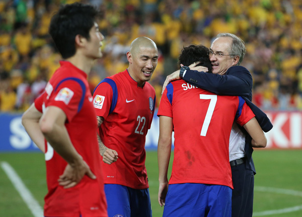 S. Korea Coach Expresses Pride for Players After Narrow Loss in Final