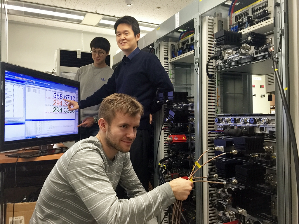 To demonstrate the 600 Mbps data transmission speeds, SK Telecom and Nokia Networks first realized 300 Mbps data rates by applying 4X4 MIMO technology to a contiguous 20 MHz block of spectrum. (image: SK Telecom)