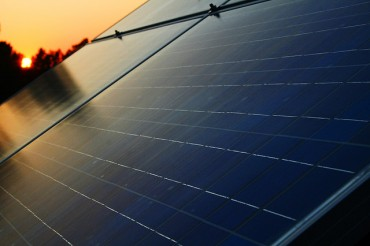 Koreans Go Off-Grid with Home Solar Cell Panels