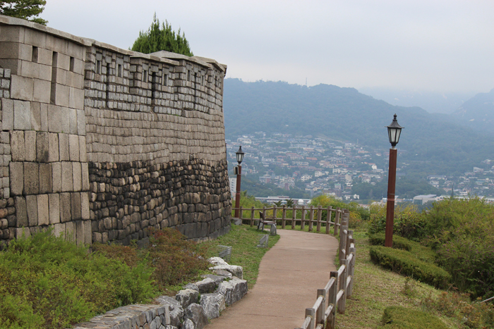 Seoul city government would carry out joint inter-Korean research comparing the fortress wall of Hanyang, the old name of Seoul. (image: Korean Culture & Information Service)