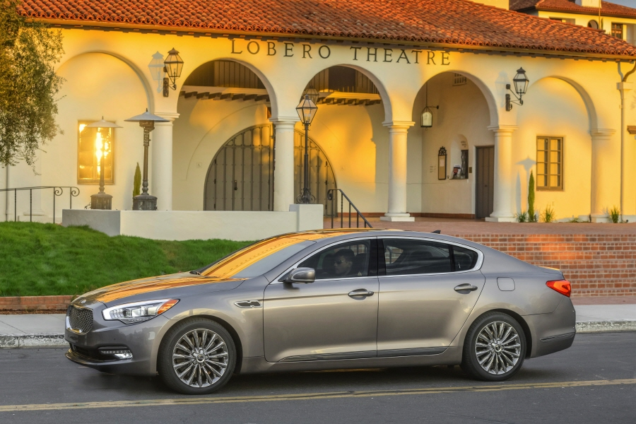 The 2015 K900 challenges the rear-drive luxury sedan segment with an extensive list of standard equipment, world-class accommodations, premium driving dynamics and stunning design. (image: Kia Motors)
