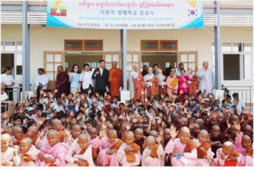 Korean Buddhist Nuns Help Build New School in Myanmar