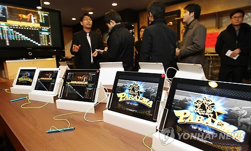 The app rooms are taking advantage of loopholes in the game listing policies of different app markets. (image: Yonhap)