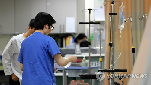According to industry sources, there are two pending bills in the National Assembly to prevent violence against the medical staff. (image: Yonhap)