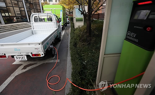 Accordingly, owners of EVs featuring batteries with a capacity under 10kW will be billed on their net usage of electricity, with the amount of electricity resent to the grid deducted from the total electricity received from KEPCO. (image: Yonhap)