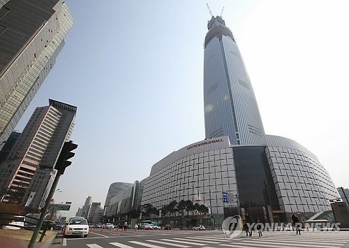 Lotte Chairman Considering Move to Lotte World Tower to Assuage Safety Concerns