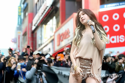 Min-Ah from Girlsday unveiled her first solo album by performing at the center of Myeongdong on March 16. (image: Yonhap)
