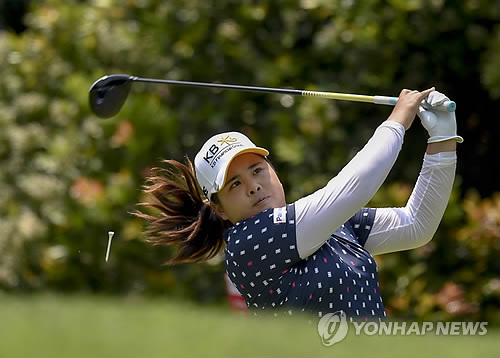 Park enjoyed a wire-to-wire victory at the HSBC Women's Champions with a four-round total of 15-under 273 on the Serapong Course at Sentosa Golf Club in Singapore. (image courtesy of Yonhap)