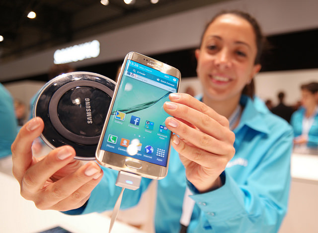 In terms of the most appealing feature of the two devices, 23.2 percent of the respondents picked the devices' wireless charging system. (image: Samsung Electronics)