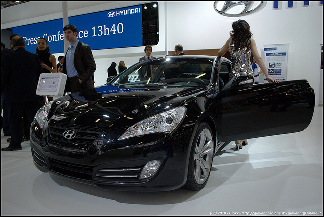 The combined sales of Hyundai Motor's premium Genesis and Equus, and Kia Motors's K9 in the U.S. moved up 106 percent in the January-March period to 7,566 units. (image: Giovanni/flickr)