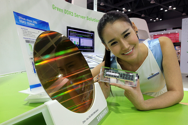 Korea took up 67.7 percent of the DRAM market, breaking its previous record of 65.5 percent posted in 2012, the data compiled by market tracker IHS showed. (image: Samsung Electronics)