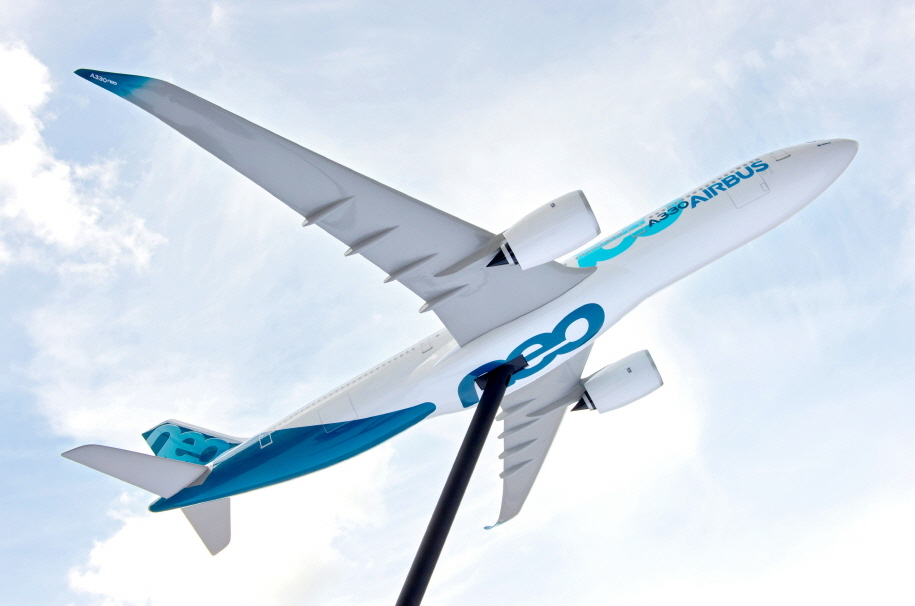 Korean Air will deliver sharklets, specialized winglets attached to the tip of an aircraft's wings, for the A330 New Engine Option twin-engine jet currently under development by Airbus. (image: Airbus)