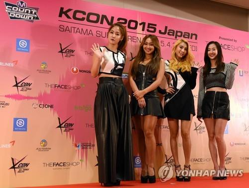 South Korean girl group SISTAR members pose during a press conference prior to attending a K-pop concert at KCON 2015 Japan in the Saitama Super Arena in Saitama on April 22, 2015. (image: Yonhap)