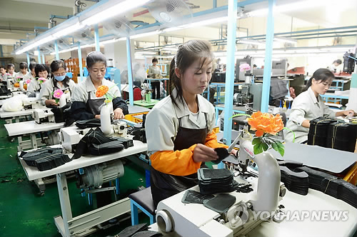The value of inter-Korean trade reached US$2.343 billion last year, up 106.2 percent from a year earlier from a rise in exchanges at the Kaesong Industrial Complex. (image: Yonhap)